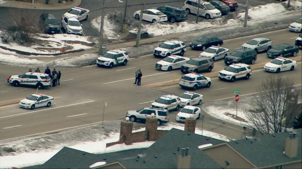 Suspect in fatal shooting of deputy at hotel in Rockford, Illinois