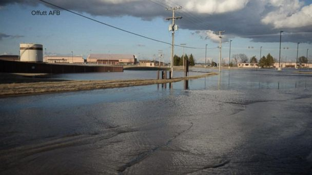 Families evacuate amid worst flooding to hit parts of heartland in decades
