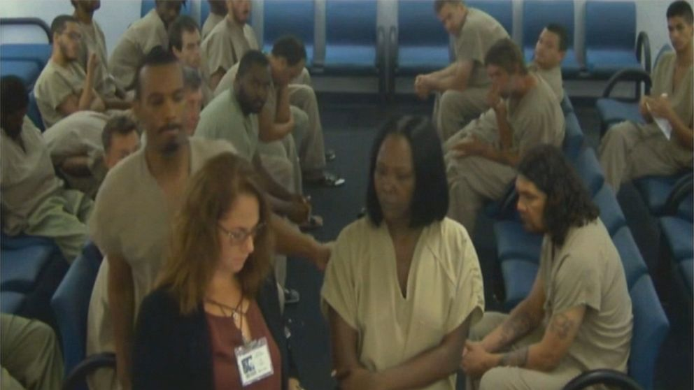 Florida inmate punches public defender in the head in court