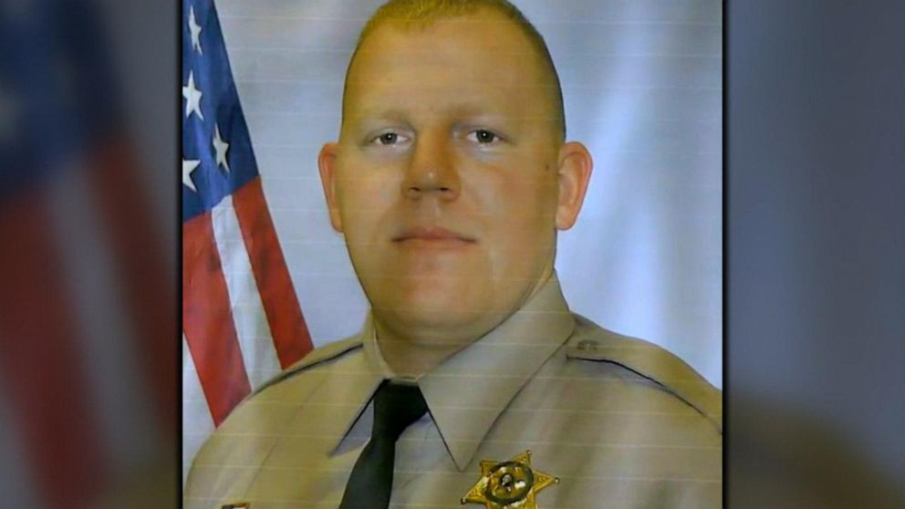 Sheriff's deputy in Washington state shot, killed while