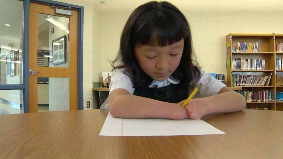 10-year-old girl born with no hands wins national handwriting competition