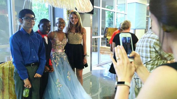 Hospital holds annual prom for patients in Atlanta