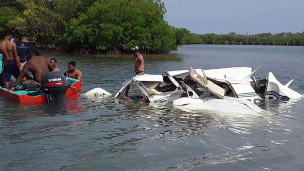 4 Americans were killed in a plane crash near the Honduran Island of Roatan