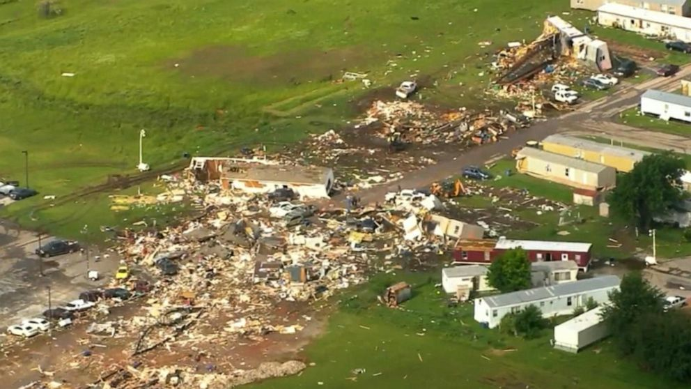 Tornado in Oklahoma kills at least 2 people