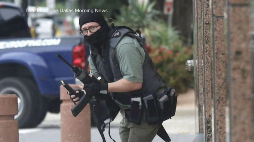 Gunfire erupts outside Dallas federal courthouse