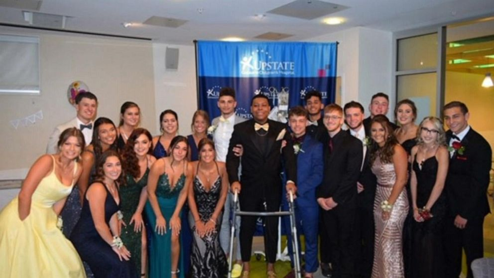 High school students in New York change senior dance venue for cancer patient