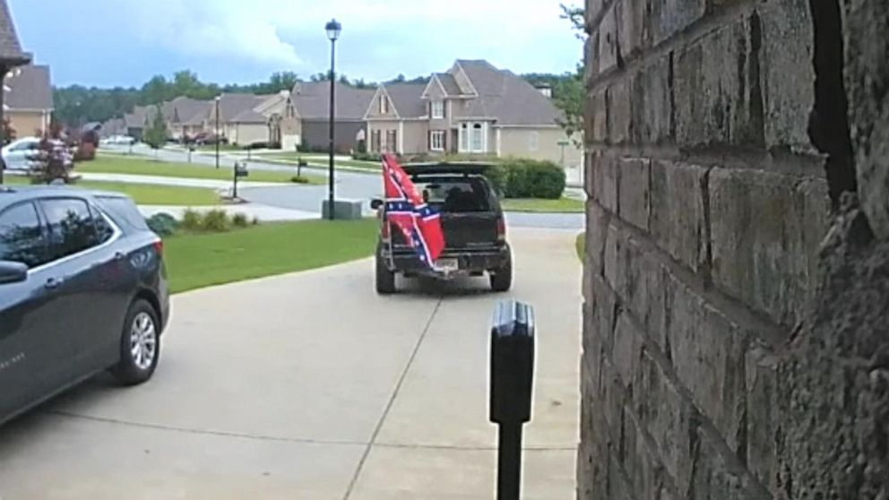 Black couple turns away repairman carrying large Confederate flag in truck: 'I was in disbelief'