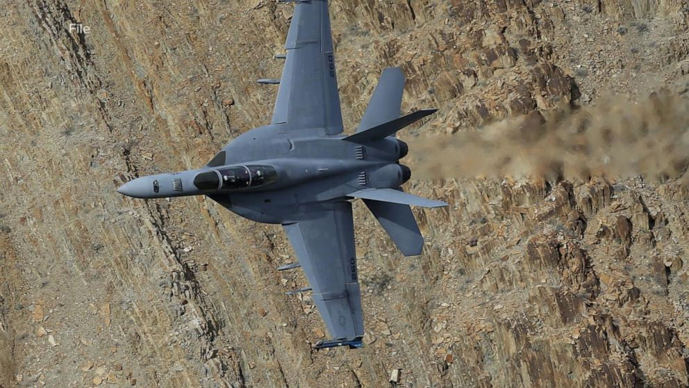 At least 7 injured after fighter jet crashes in Death Valley