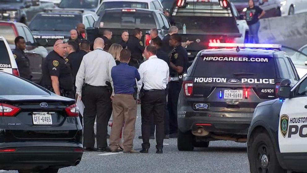 Gunman on the run after 2 killed in Houston highway shooting - ABC News
