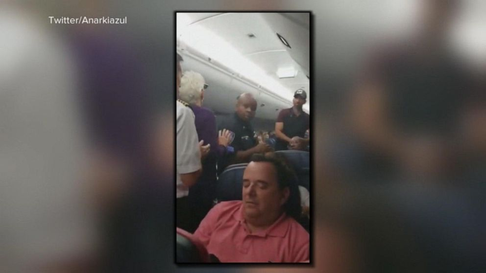 Passengers in NYC furious after flight delay holds them on tarmac for 6 hours