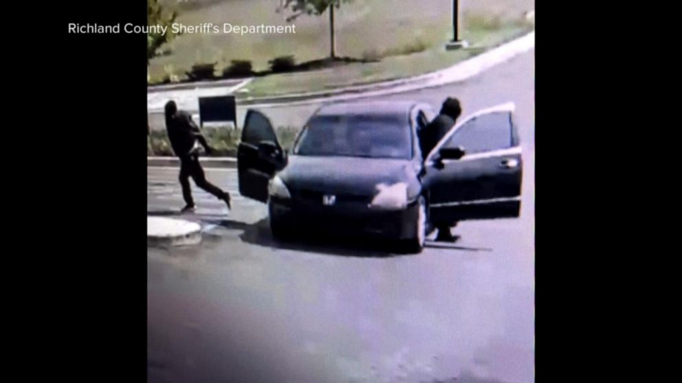 Shootout between alleged bank robbers and deputies in South Carolina