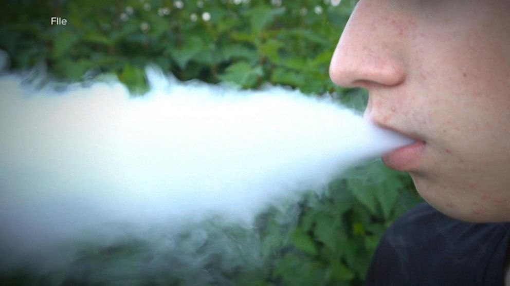 Vape user with severe respiratory illness dies in Illinois hospital