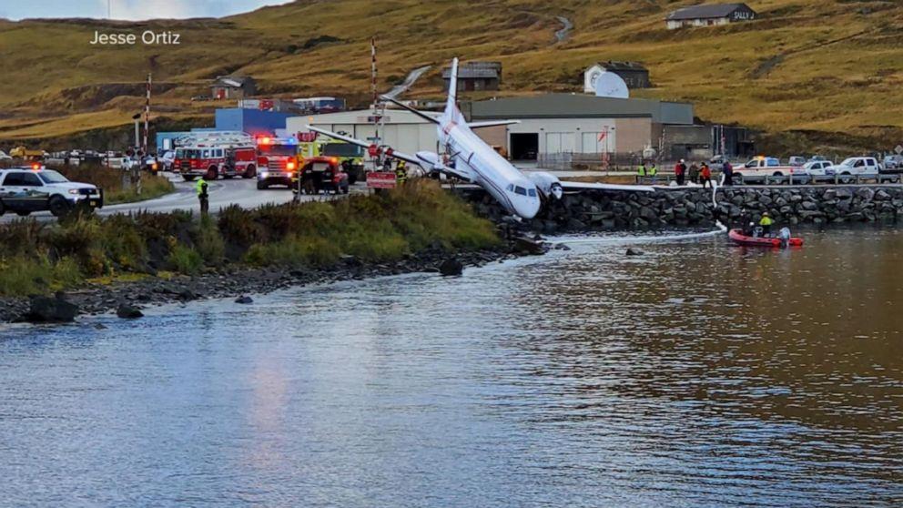 Passenger killed, 10 others hurt in Alaska plane crash
