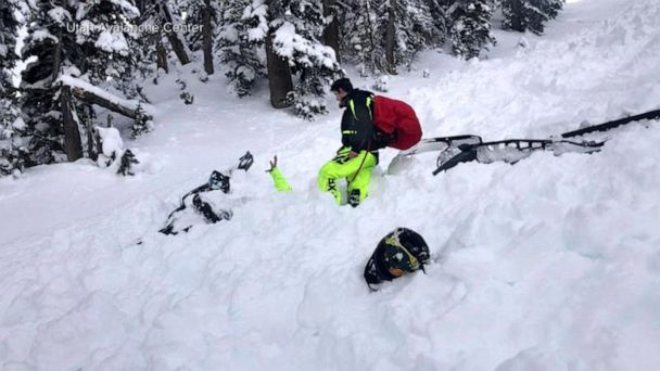 2 snowmobilers caught by avalanche in Utah