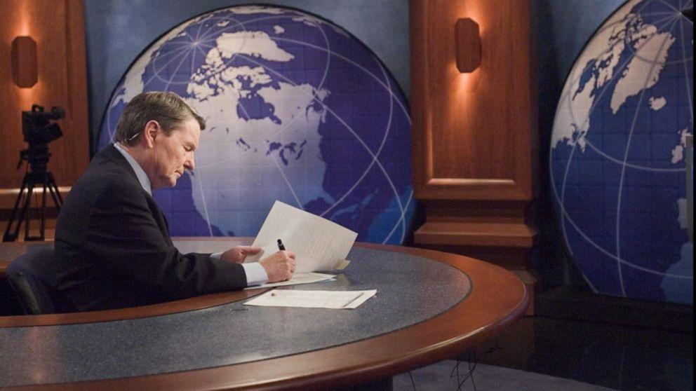 Remembering legendary PBS news anchor Jim Lehrer