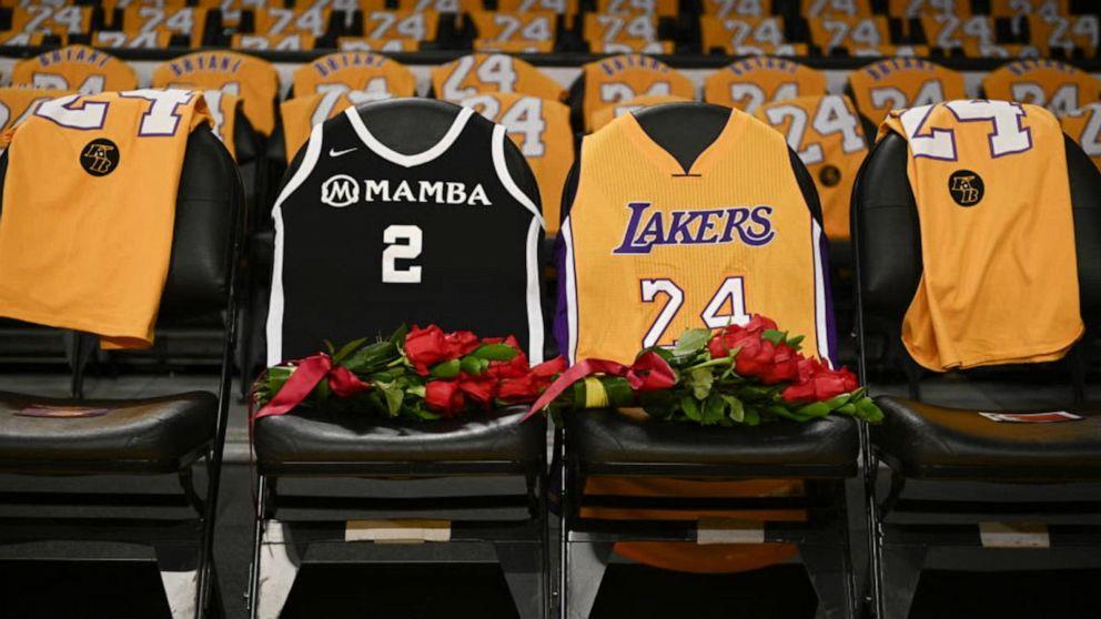 Staples Center removes public's massive Kobe Bryant memorial - ABC ...