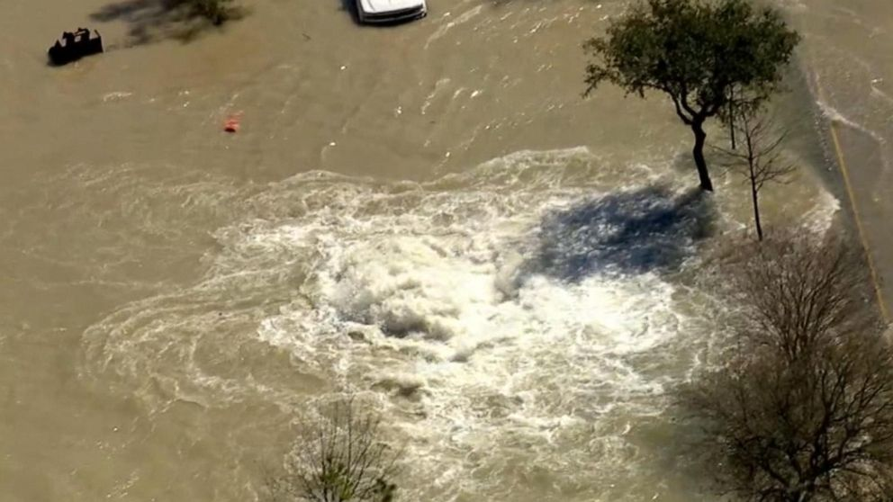 Water main break in Houston floods major highway
