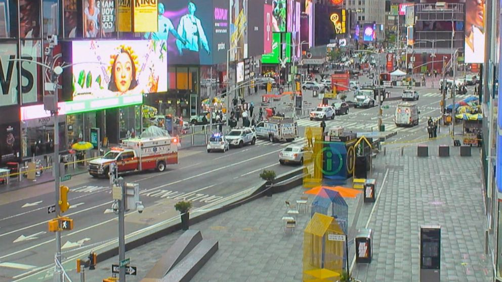Manhunt underway after shooting in Times Square