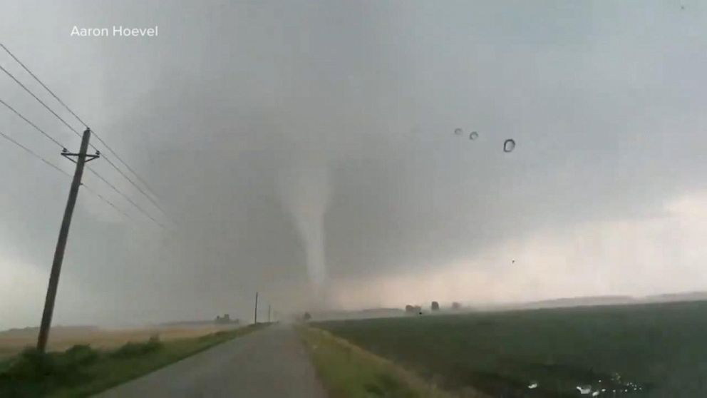 Dramatic images of tornado in Indiana