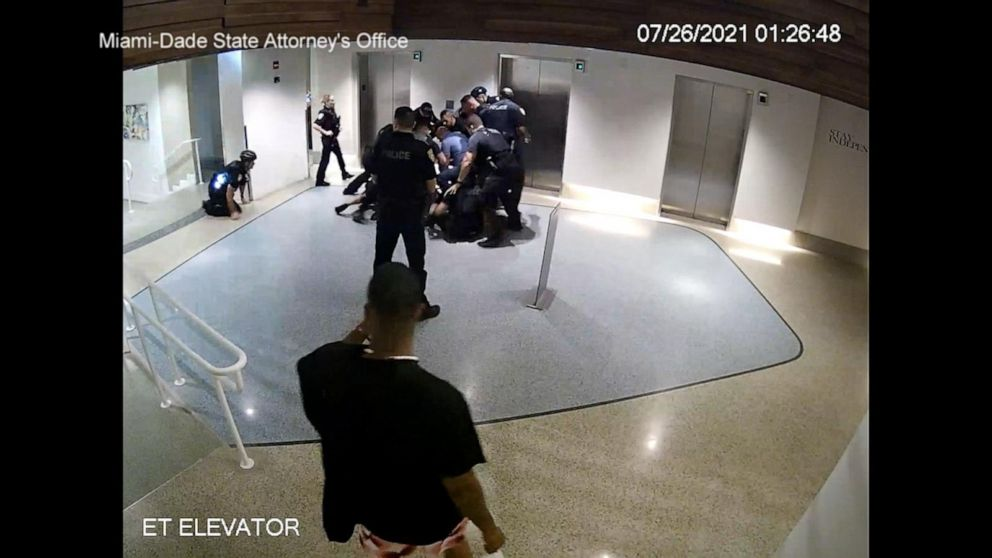 5 officers charged with battery in Miami beach