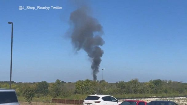 Video Military plane falls from sky, crashes in populated area