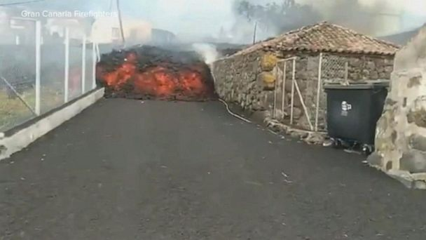 Video Volcano eruption forces evacuations on Canary Islands