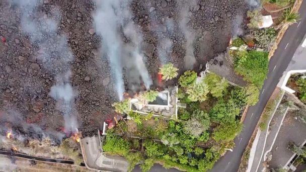 Video Canary Island officials worry volcanic lava may create acid rain