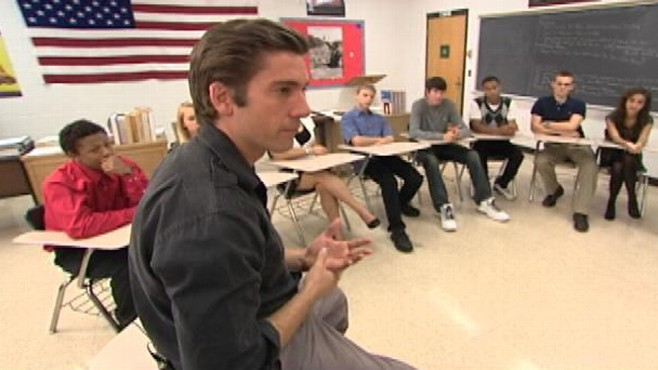 VIDEO: ABCs David Muir talks with students at his old high school.