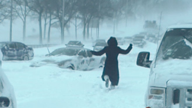 VIDEO: Hundreds of cars got stuck on Chicagos famous Lake Shore Drive.