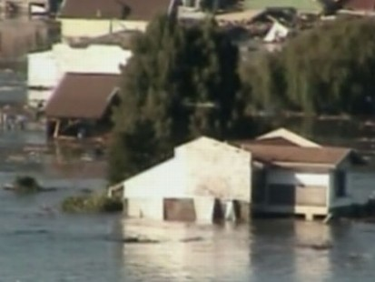 VIDEO: Death Toll Rises in Chile as Looting Hampers Rescue Efforts
