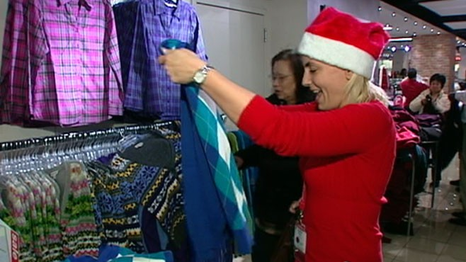 VIDEO: U.S. companies hire more than 600,000 temporary workers this holiday season.