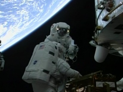 VIDEO: Final spacewalk for Atlantis astronauts