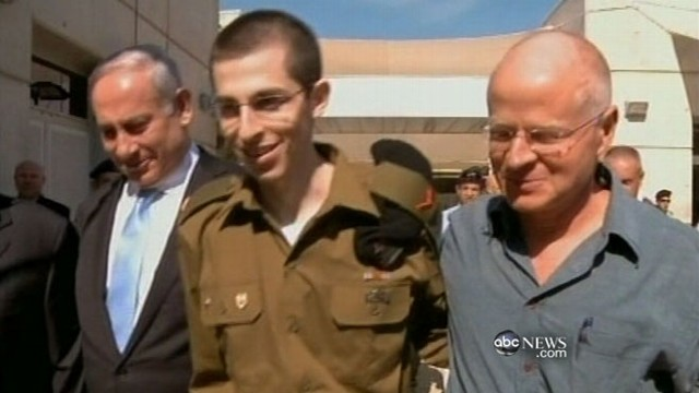 VIDEO: Israeli soldier freed in exchange for hundreds of Palestinians.