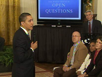 VIDEO: Obamas Monitor-Side Chats