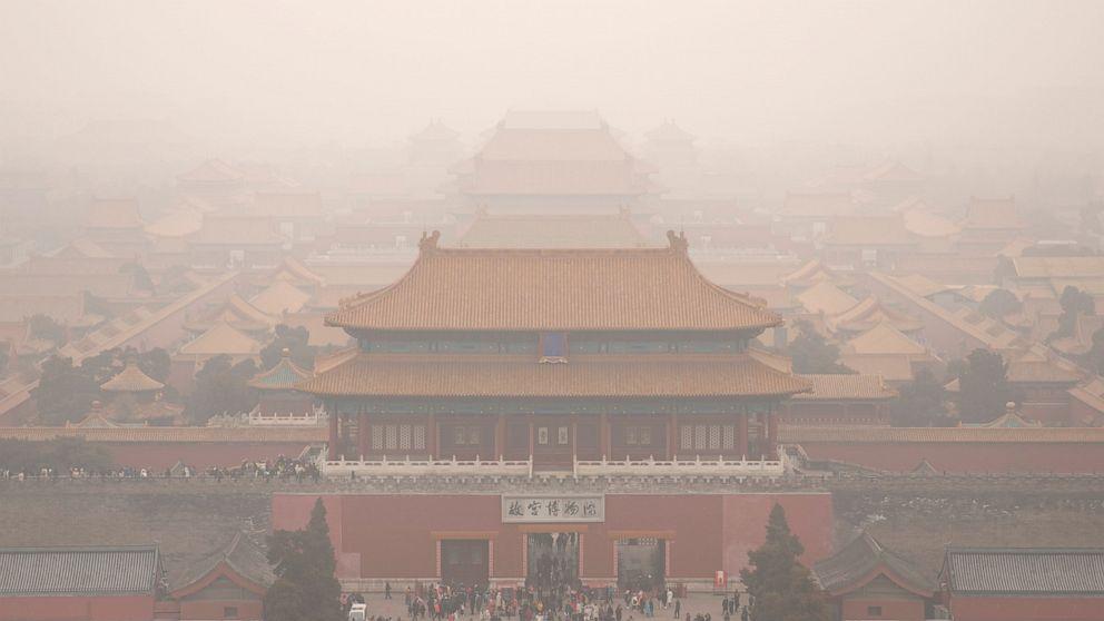 SUV auf dem Gelände der Peking-Verbotene Stadt Funken Empörung