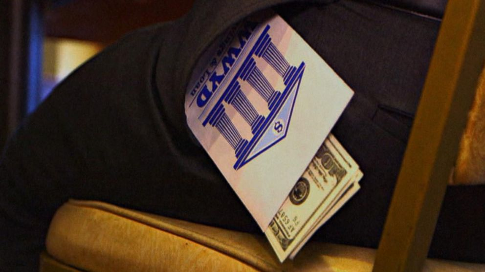 VIDEO: What Would You Do: A woman keeps a strangers forgotten money