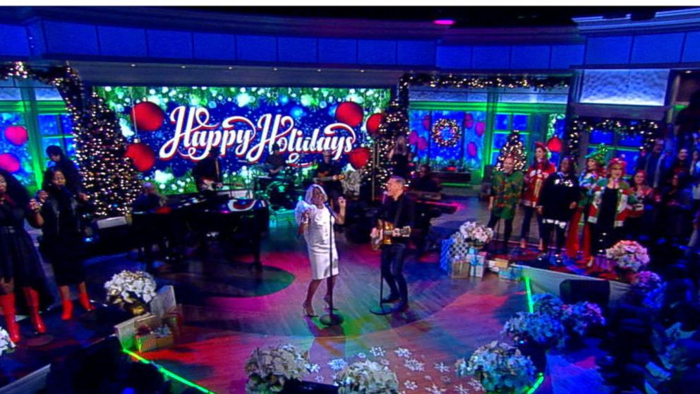 Christmas Please Come Home.Darlene Love And Bryan Adams Perform Christmas Baby Please Come Home