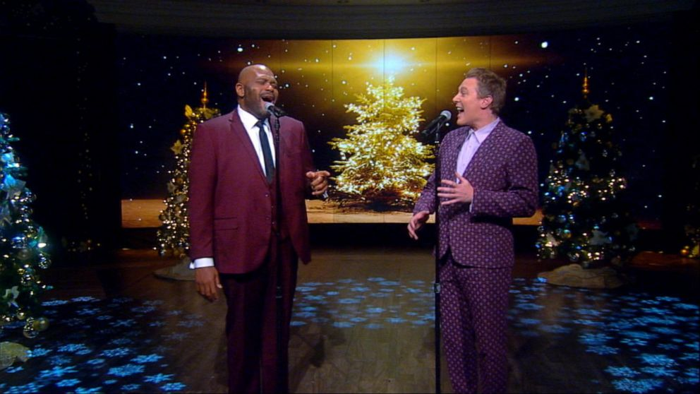 Ruben Studdard and Clay Aiken perform 'O Holy Night'