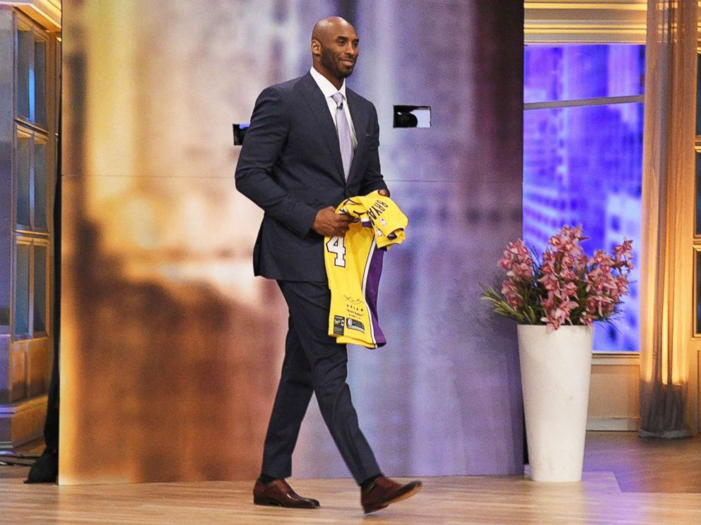 PHOTO: Kobe Bryant walks onto the set of The View to surprise Bryson Thompson and his family, May 16, 2018.
